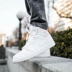 💥NUEVOS MODELOS AIR JORDAN 1💥   Las Air Jordan 1 es una versión media superior de Michael Jordan. Disponibles en muchos colores para todos aquellos amantes de estas zapatillas.   ¡Aprovecha nuestros descuentos del Calendario de Adviento!  www.factoryshoes.es